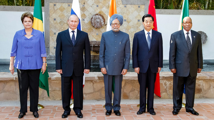 Brazilian President Dilma Roussef(L to R), Russian President Vladimir Putin, Indian Prime Minister Manmohan Singh, Chinese President Hu Jintao and South African President Jacob Zuma pose during a BRICS's Presidents meeting in Los Cabos, Baja California, Mexico on June 18, 2012