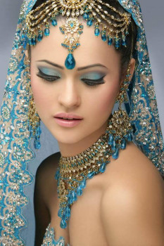 Indian-Bridal-with-Makeup-and-heavy-Jewelry-9
