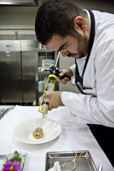 chef-roy-caceres-al-lavoro