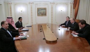 Saudi intelligence chief Prince Bandar bin Sultan (2nd L) meets Russian President Vladimir Putin (2nd R) near Moscow.