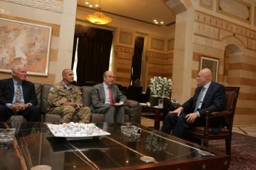 Il Generale Paolo Serra con il Primo Ministro Libanese Tamam Salam