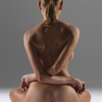 posizioni-yoga-istruttrice-nuda8