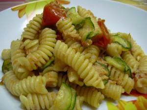 Fusilli-con-tonno-zucchine-e-pomodorini