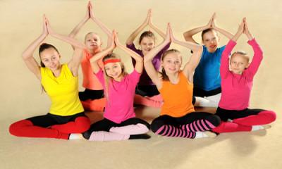 in_palestra_yoga_per_bambini