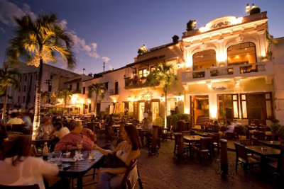 Restaurants in the Plaza Espana at dusk, Santo Domingo.